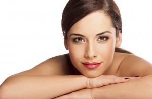 Higiene facial básica o tratamiento a elegir: Rejuvenecedor, anti manchas o anti acné