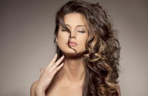 Completa sesión de peluquería con corte, opción color y mechas