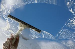 Limpieza completa de cristales a domicilio. 4 horas duración