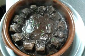 Menú o escapada gastronómica con encanto en la cuna de la lamprea. Incluye fiestas de la lamprea