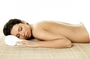 Tratamiento corporal: exfoliación, envoltura, bañera hidratante.